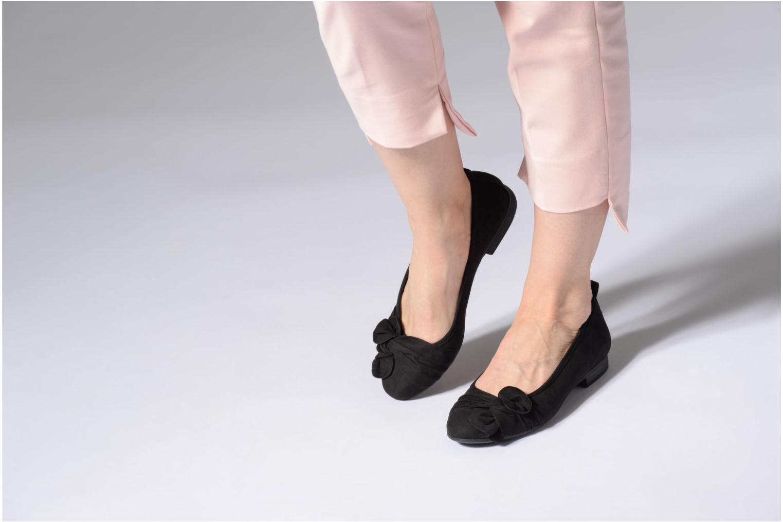 Ballerines Jana shoes Adalia Noir vue bas / vue portée sac