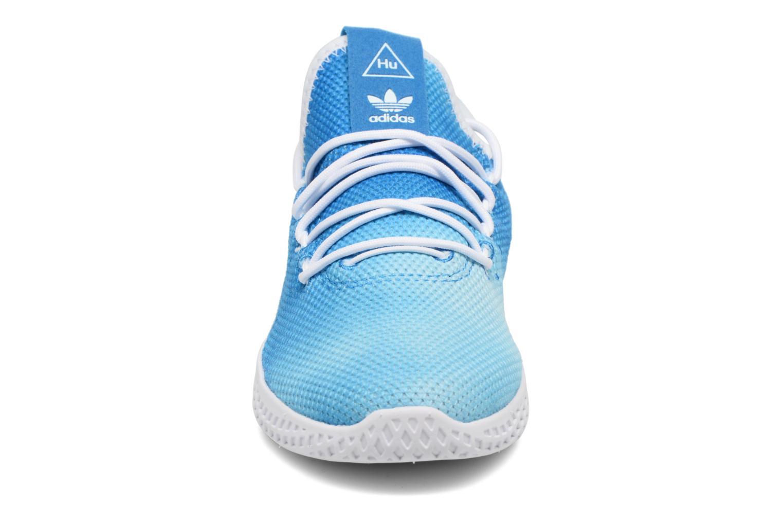 Baskets Adidas Originals Pharrell Williams Tennis Hu C Bleu vue portées chaussures