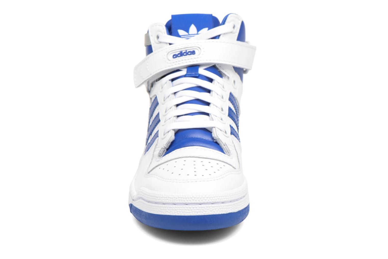 Baskets Adidas Originals Forum Mid J Bleu vue portées chaussures