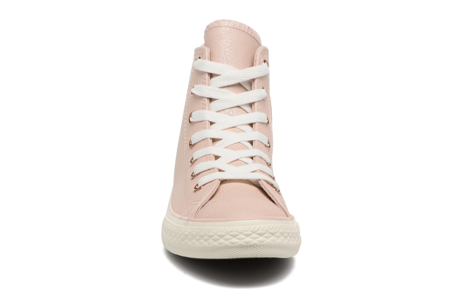 Baskets Converse Chuck Taylor All Star Hi Fashion Leather Beige vue portées chaussures