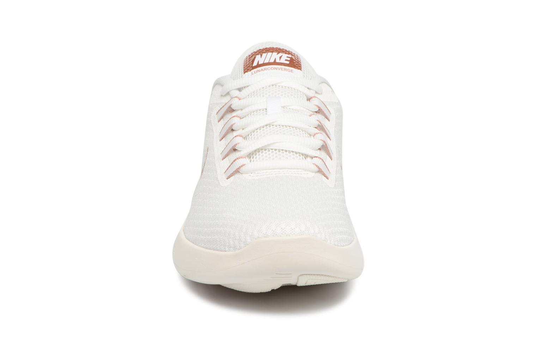Chaussures de sport Nike Wmns Nike LunarConverge Blanc vue portées chaussures