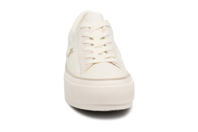 Sneakers Converse One Star Platform Ox Bianco modello indossato