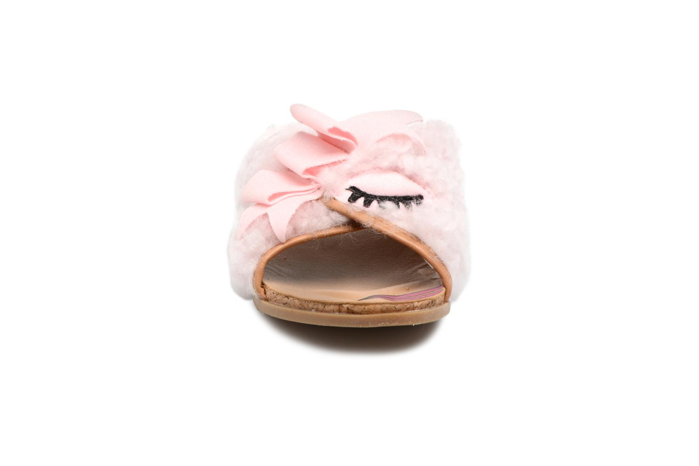 Sandales et nu-pieds UGG Stacee Rose vue portées chaussures