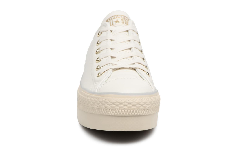 Baskets Converse CTAS PLATFORM OX STAR Blanc vue portées chaussures