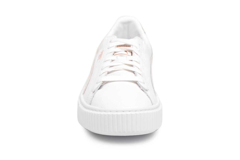 Baskets Puma Basket Platform Euphoria RG Blanc vue portées chaussures