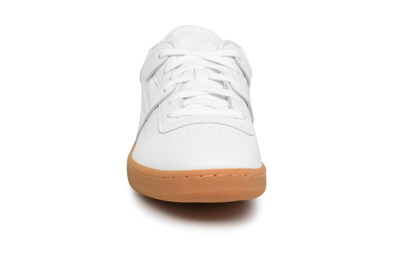 Baskets Reebok Club Workout FMU Blanc vue portées chaussures