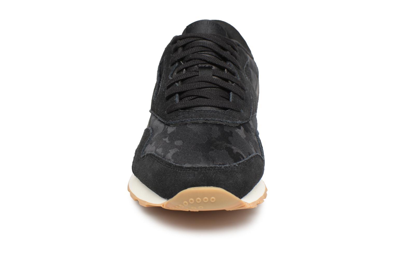 Baskets Reebok Classic Nylon SG Noir vue portées chaussures