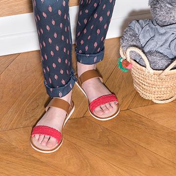 Värikkäät Kickers-sandaalit