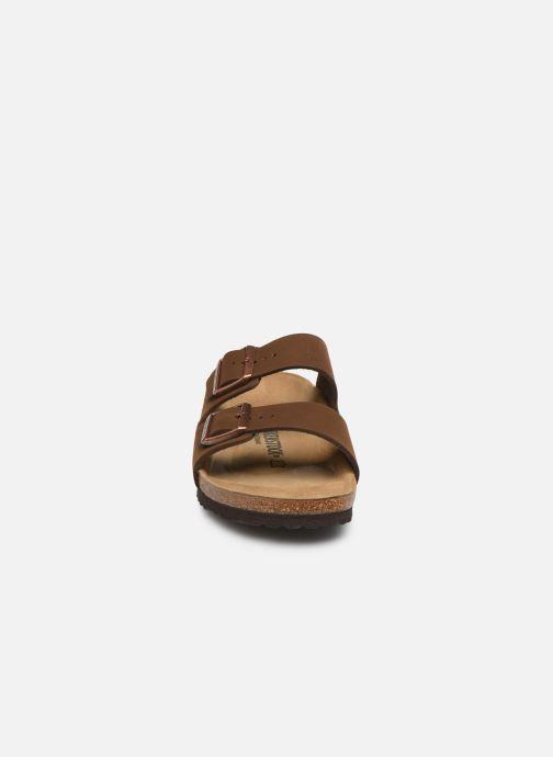 Sandales et nu-pieds Birkenstock Arizona Marron vue portées chaussures