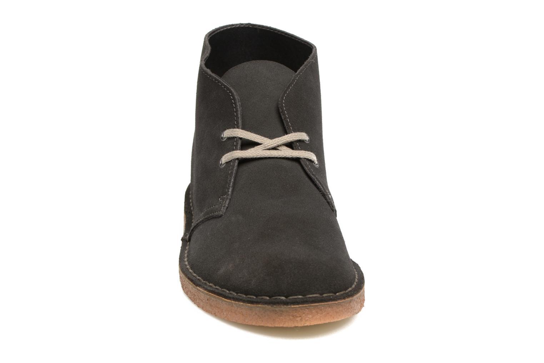 Bottines et boots Clarks Desert Boot Gris vue portées chaussures