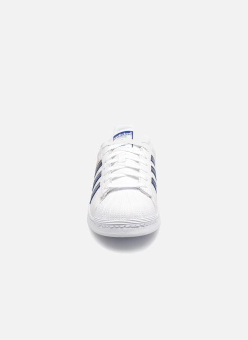 Baskets Adidas Originals Superstar Blanc vue portées chaussures