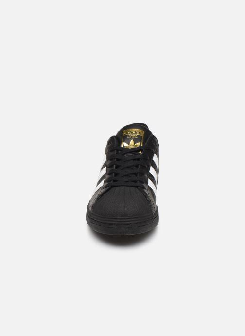Baskets adidas originals Superstar Noir vue portées chaussures