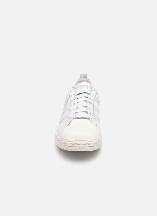 Sneakers adidas originals Superstar Bianco modello indossato