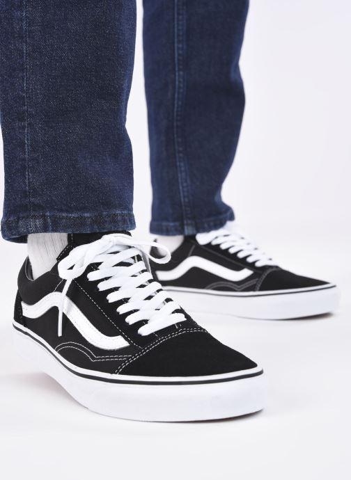 Sneaker Vans Old Skool schwarz ansicht von unten / tasche getragen