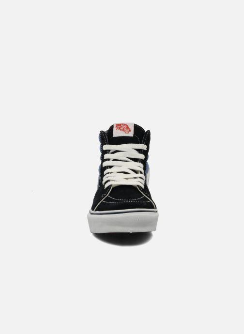 Sneakers Vans SK8 Hi M Azzurro modello indossato