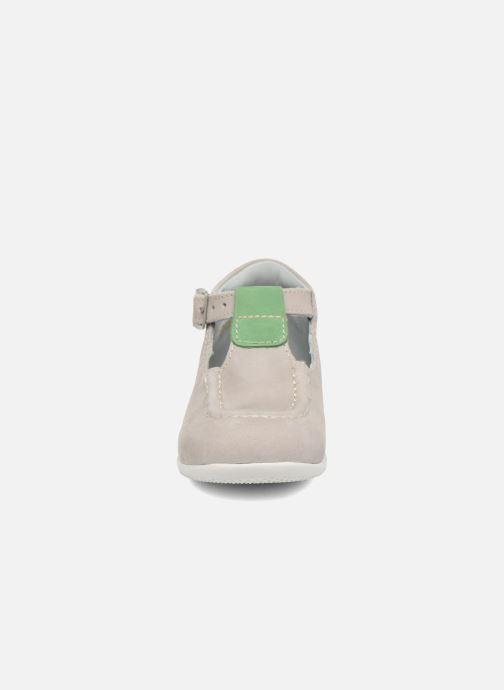 Bottines d'été Kickers Bonbek Gris vue portées chaussures