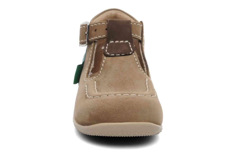 Sommersko Kickers Bonbek Brun se skoene på