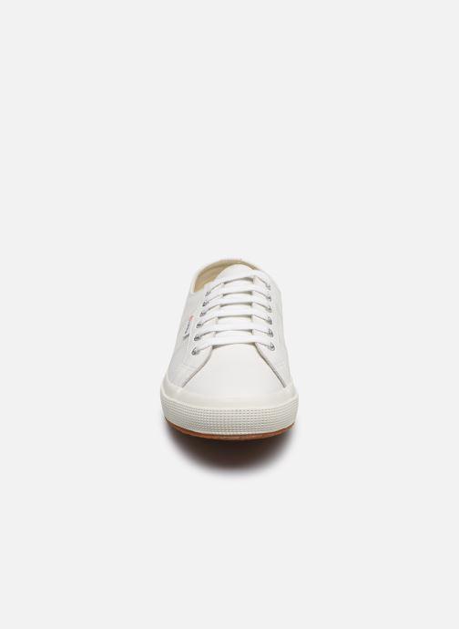 Baskets Superga 2750 FGLU Blanc vue portées chaussures