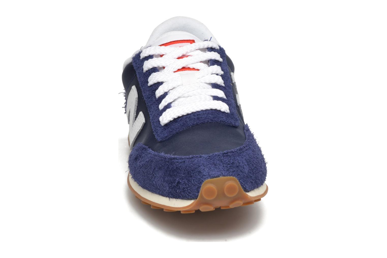 Baskets New Balance U410 Bleu vue portées chaussures