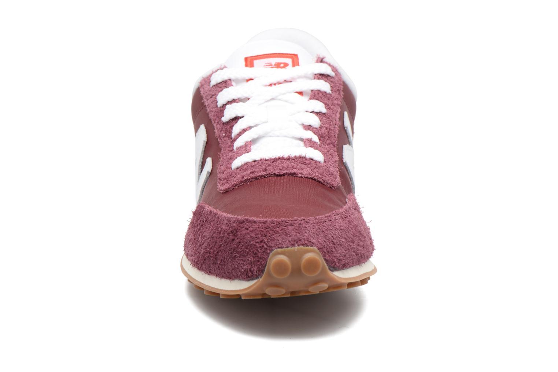 Baskets New Balance U410 Bordeaux vue portées chaussures