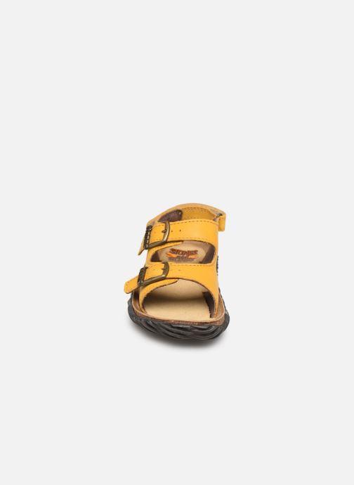 Sandales et nu-pieds Stones and Bones Wham Jaune vue portées chaussures