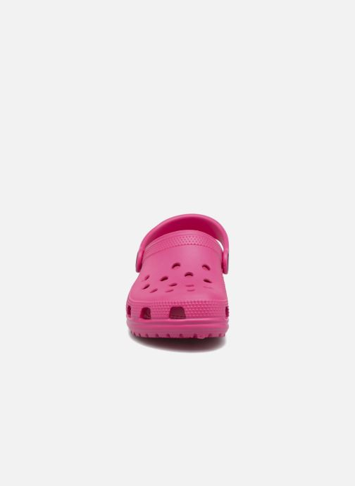 Sandalias Crocs Kids Cayman Rosa vista del modelo