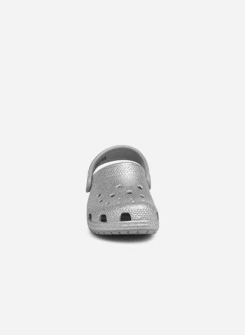 Sandali e scarpe aperte Crocs Kids Cayman Argento modello indossato