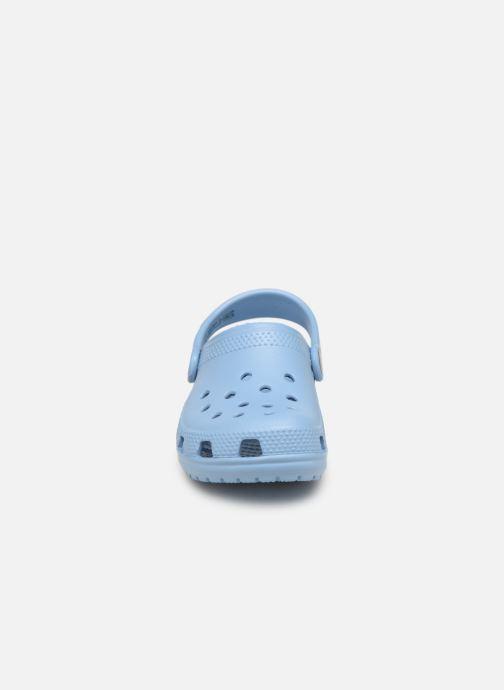 Sandali e scarpe aperte Crocs Kids Cayman Azzurro modello indossato