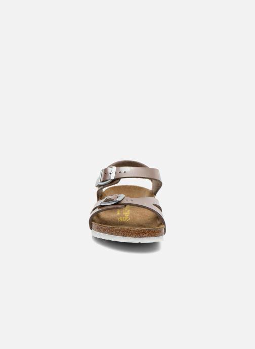 Sandali e scarpe aperte Birkenstock Rio Oro e bronzo modello indossato