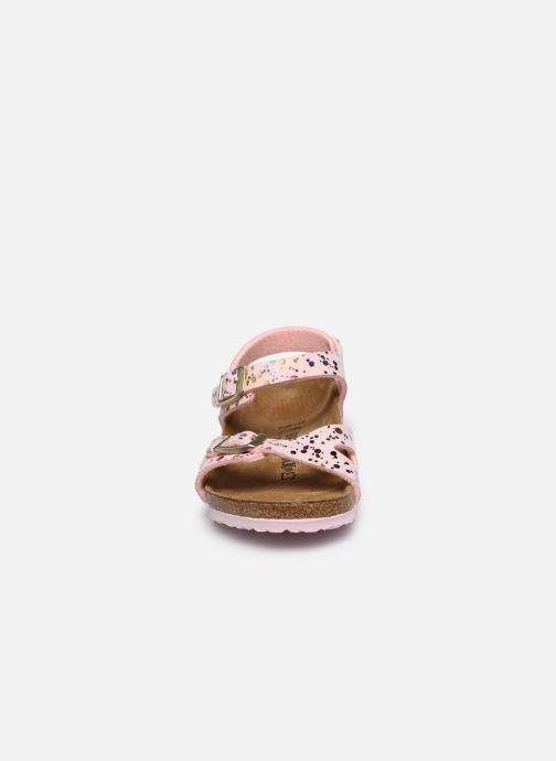 Sandali e scarpe aperte Birkenstock Rio Rosa modello indossato