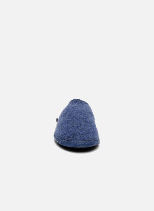 Pantofole Giesswein Tino Azzurro modello indossato
