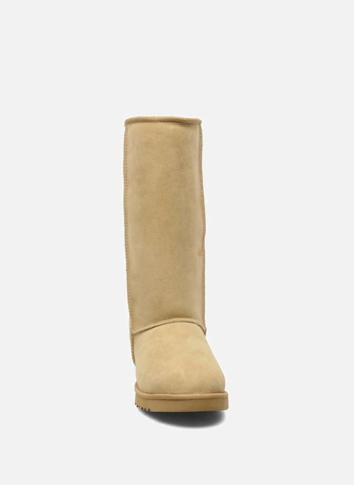 Bottines et boots UGG Classic Tall Beige vue portées chaussures