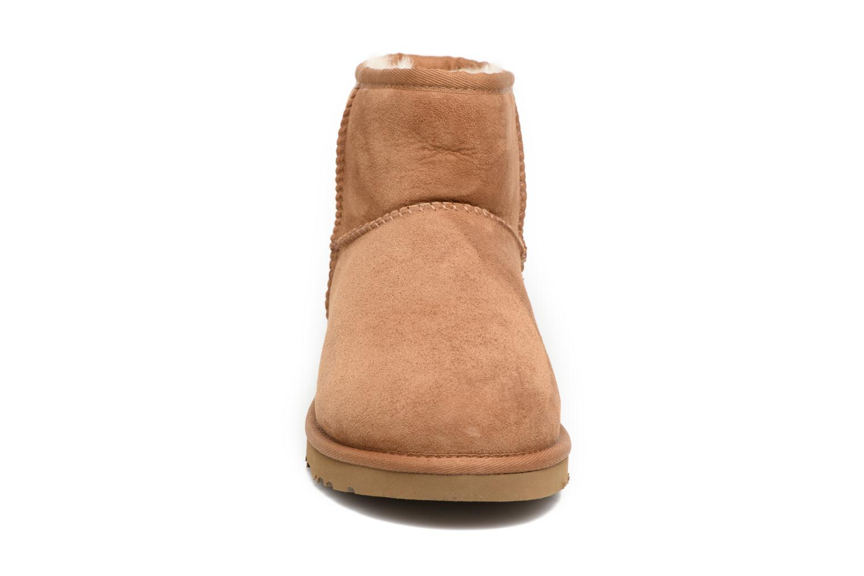 Bottines et boots UGG Classic Mini Marron vue portées chaussures
