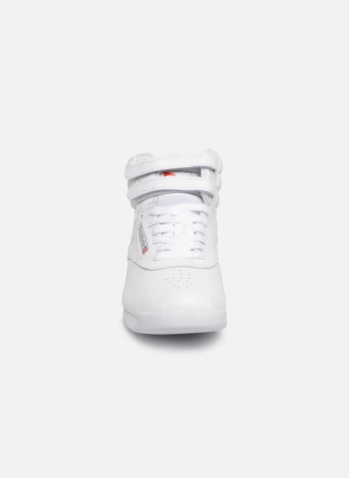 Sneaker Reebok Freestyle Hi weiß schuhe getragen