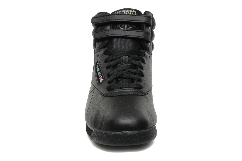 Baskets Reebok Freestyle Hi Noir vue portées chaussures