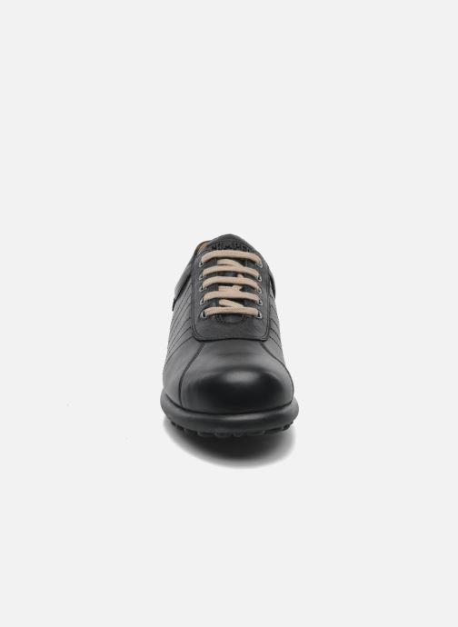Sneakers Camper Pelotas Ariel 16002 Nero modello indossato