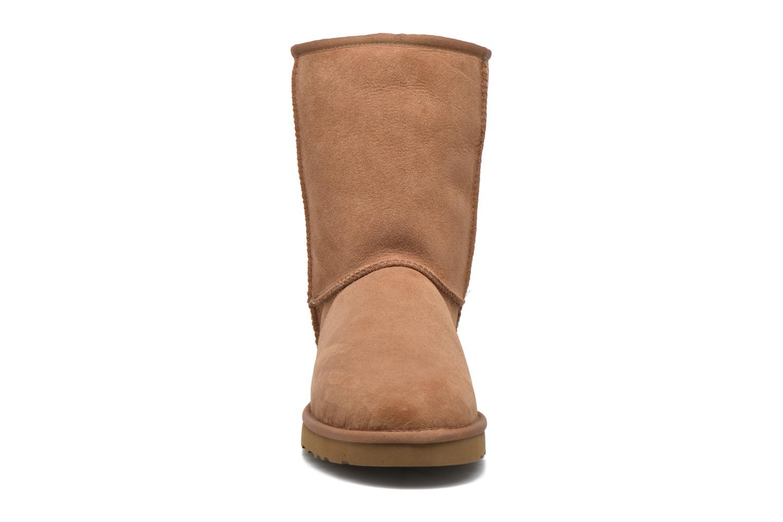 Bottines et boots UGG Classic Short Marron vue portées chaussures