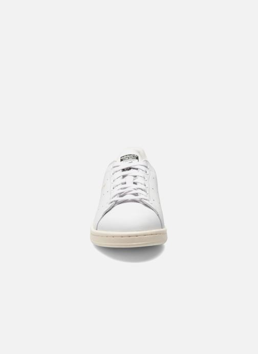 Sneakers Adidas Originals Stan Smith Bianco modello indossato