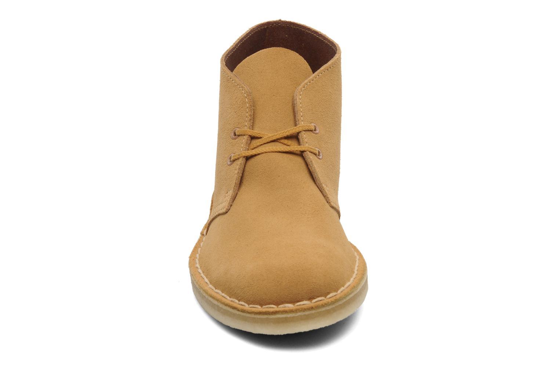Boots en enkellaarsjes Clarks Desert Boot Geel model
