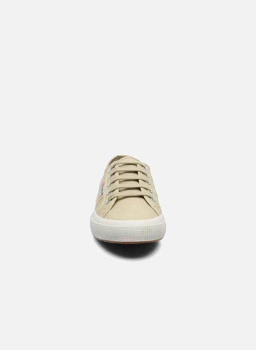 Sneakers Superga 2750 Cotu W Beige modello indossato