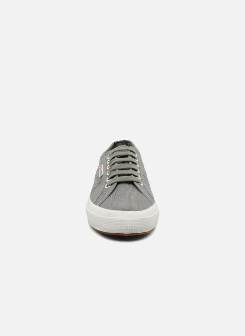 Baskets Superga 2750 Cotu W Gris vue portées chaussures