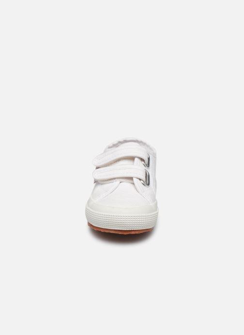 Sneakers Superga 2750 J Velcro E Bianco modello indossato