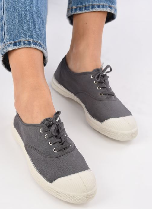 Trainers Bensimon Tennis Lacets Grey view from underneath / model view