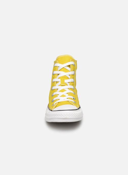 Sneakers Converse Chuck Taylor All Star Hi W Giallo modello indossato