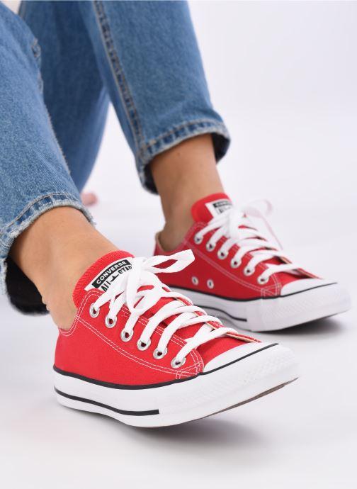 Sneaker Converse Chuck Taylor All Star Ox W rot ansicht von unten / tasche getragen