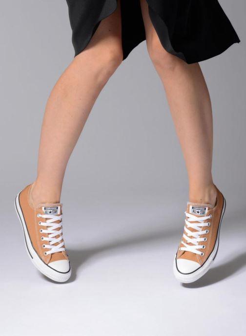 Sneaker Converse Chuck Taylor All Star Ox W weiß ansicht von unten / tasche getragen