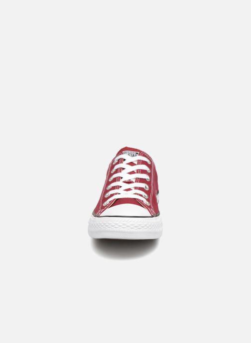 Sneakers Converse Chuck Taylor All Star Ox W Bordò modello indossato