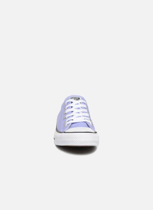 Baskets Converse Chuck Taylor All Star Ox W Violet vue portées chaussures
