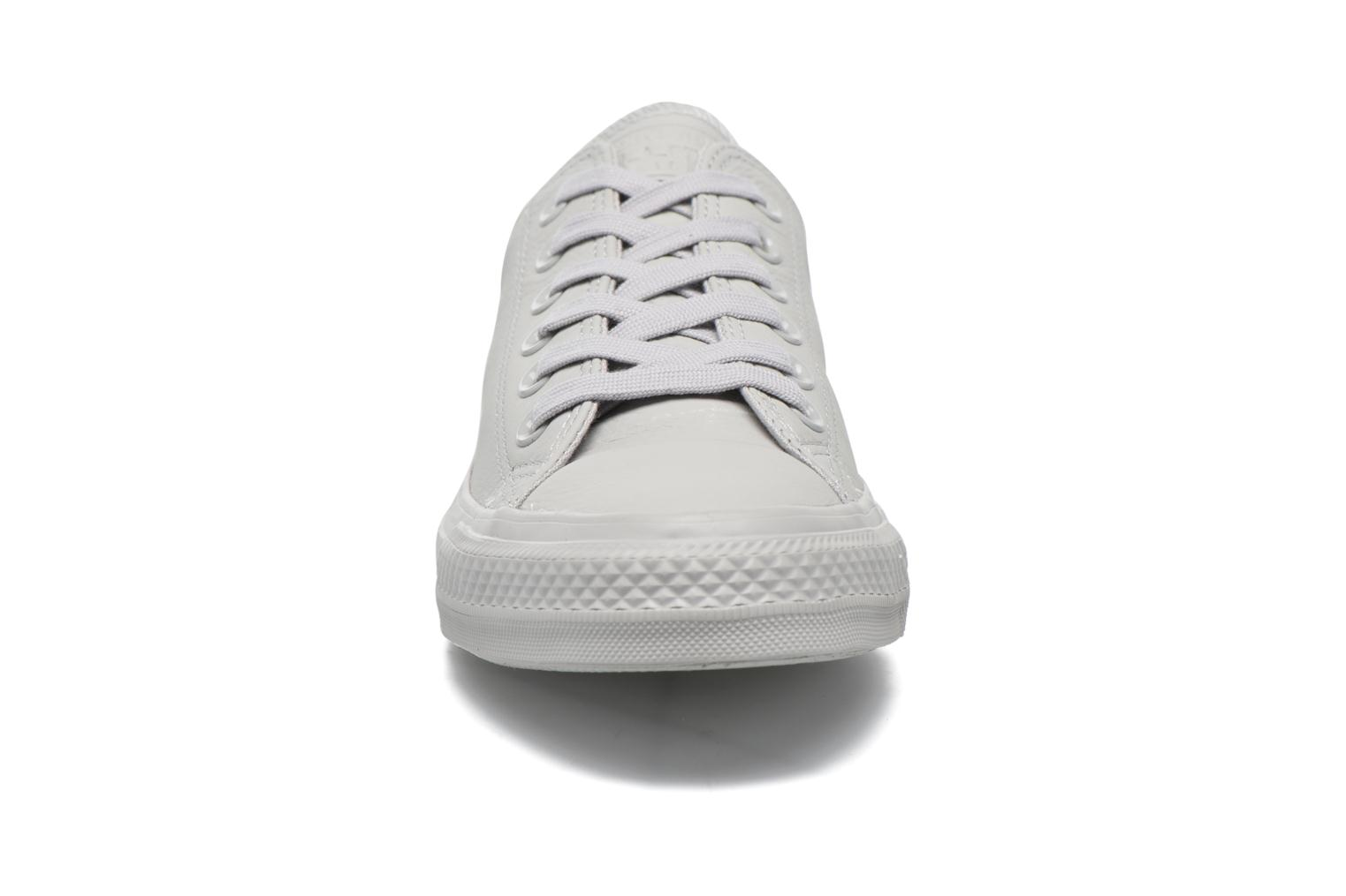 Baskets Converse Chuck Taylor All Star Ox W Gris vue portées chaussures
