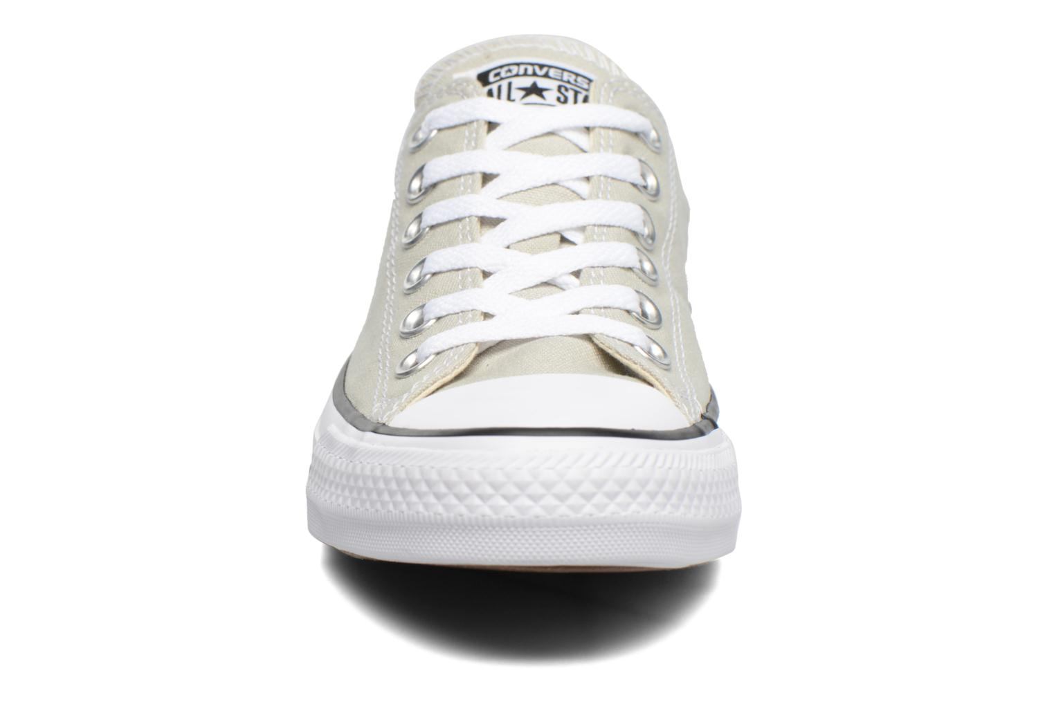 Baskets Converse Chuck Taylor All Star Ox W Beige vue portées chaussures